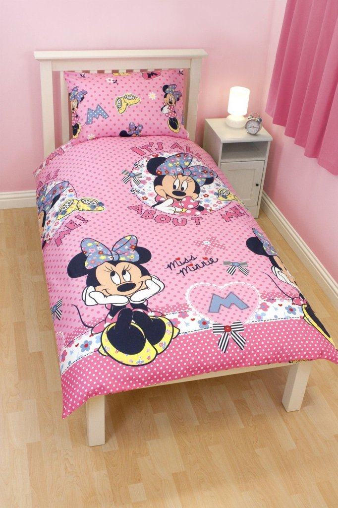 Minnie Mouse bedcover