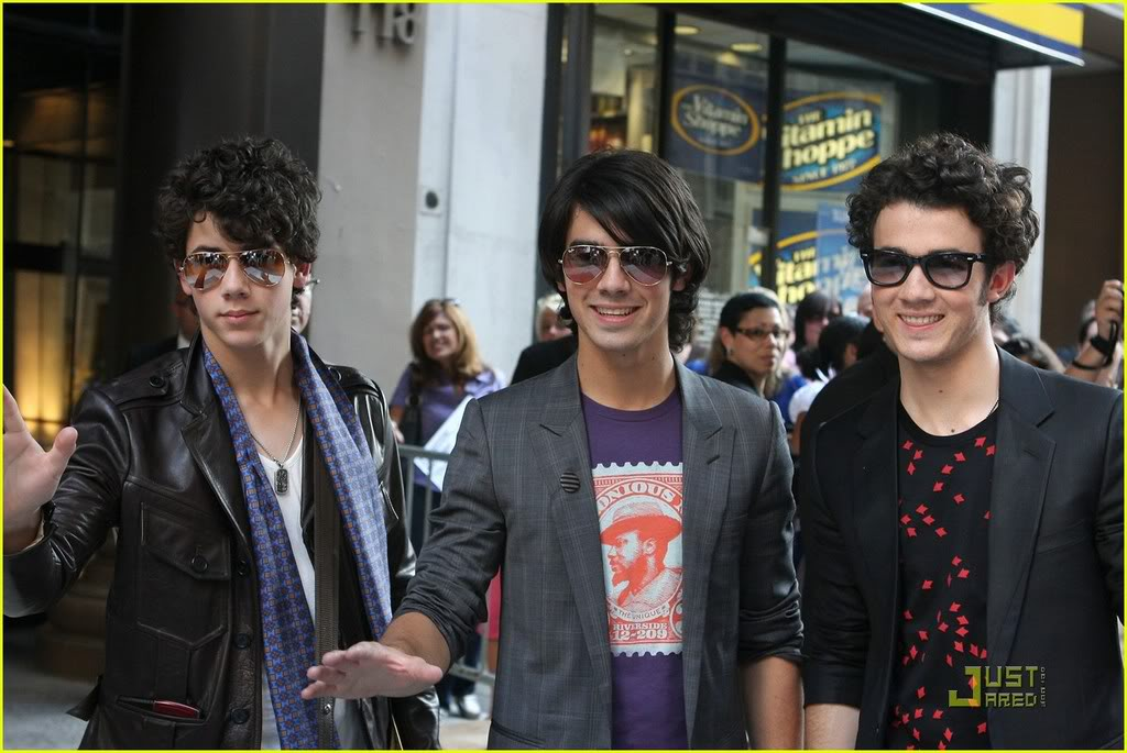 jonas-brothers-manhattan-mogul