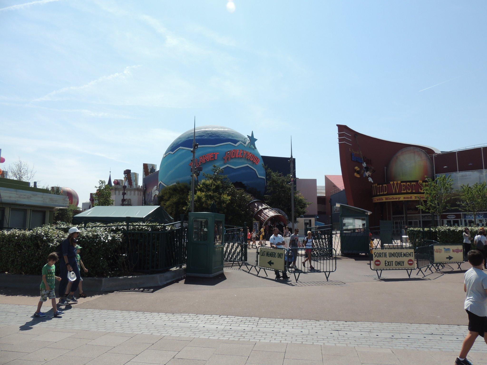 Disneyland planet hollywood